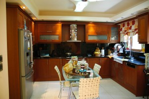 The fully equipped kitchen on the ground floor